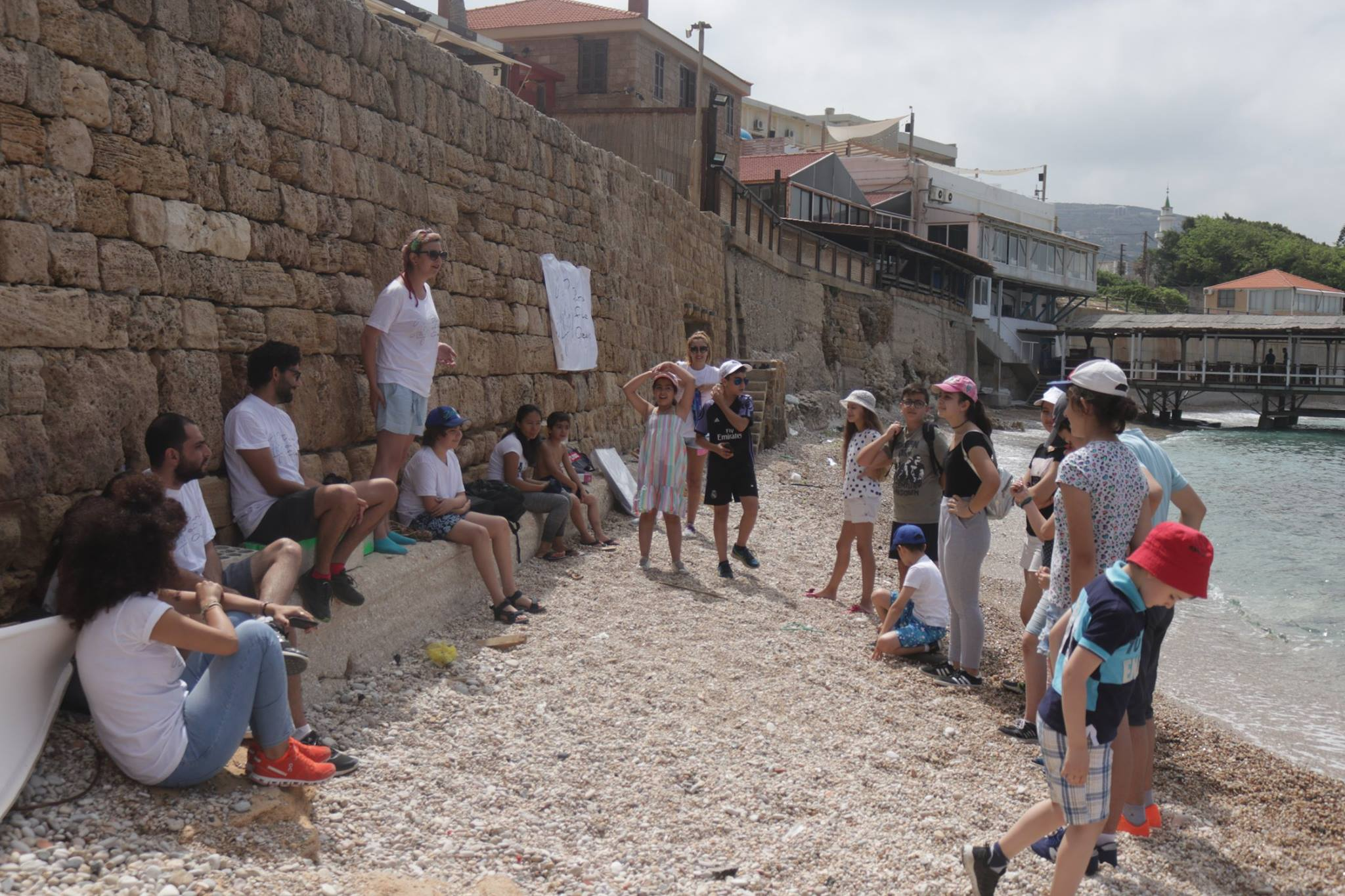 Training of students from Batroun's Russian Cultural Center on marine biodiversity, marine pollution and fishermen practices followed by a beach clean-up
